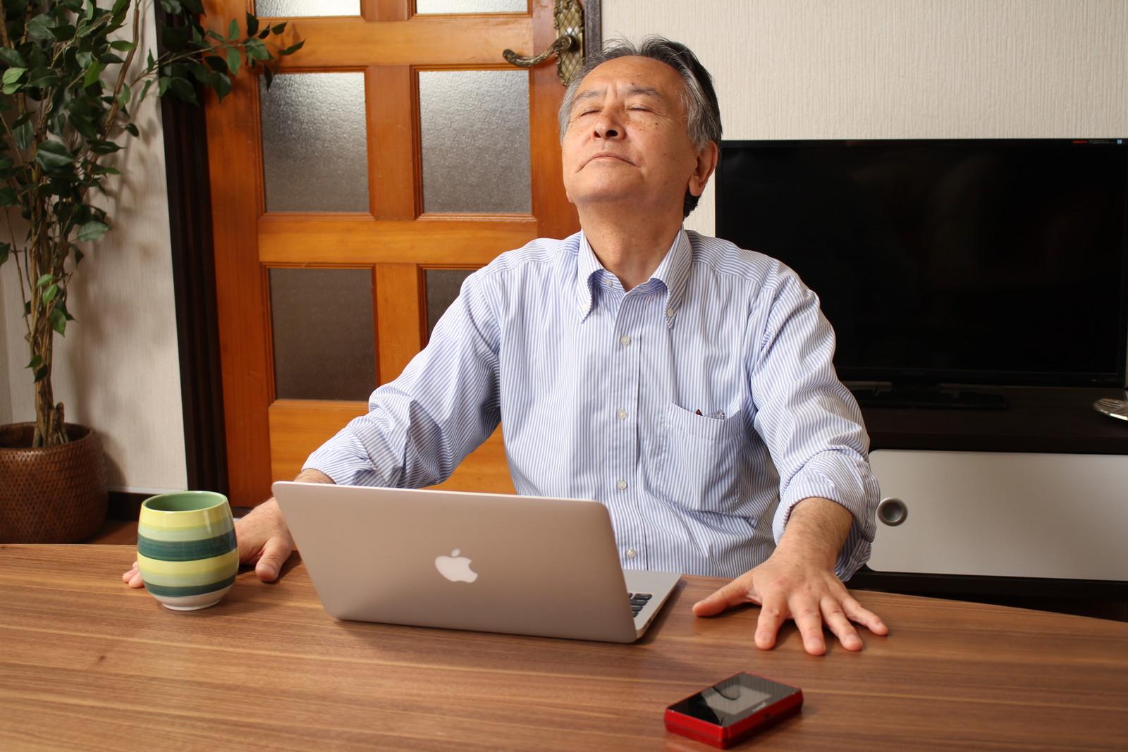 パソコンを始めてすぐに訪れた挫折,シニア,写真,画像,素材,老人,高齢者,フリー