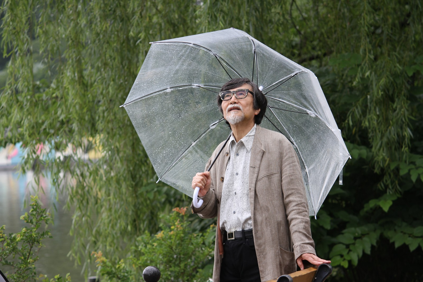 あの日もこんな雨の日じゃった・・,シニア,写真,画像,素材,老人,高齢者,フリー