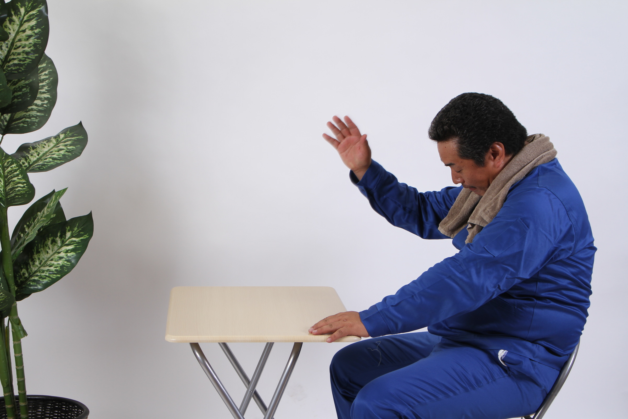 [01]「お茶来いっ!」っと念じる兄貴,シニア,写真,画像,素材,老人,高齢者,フリー