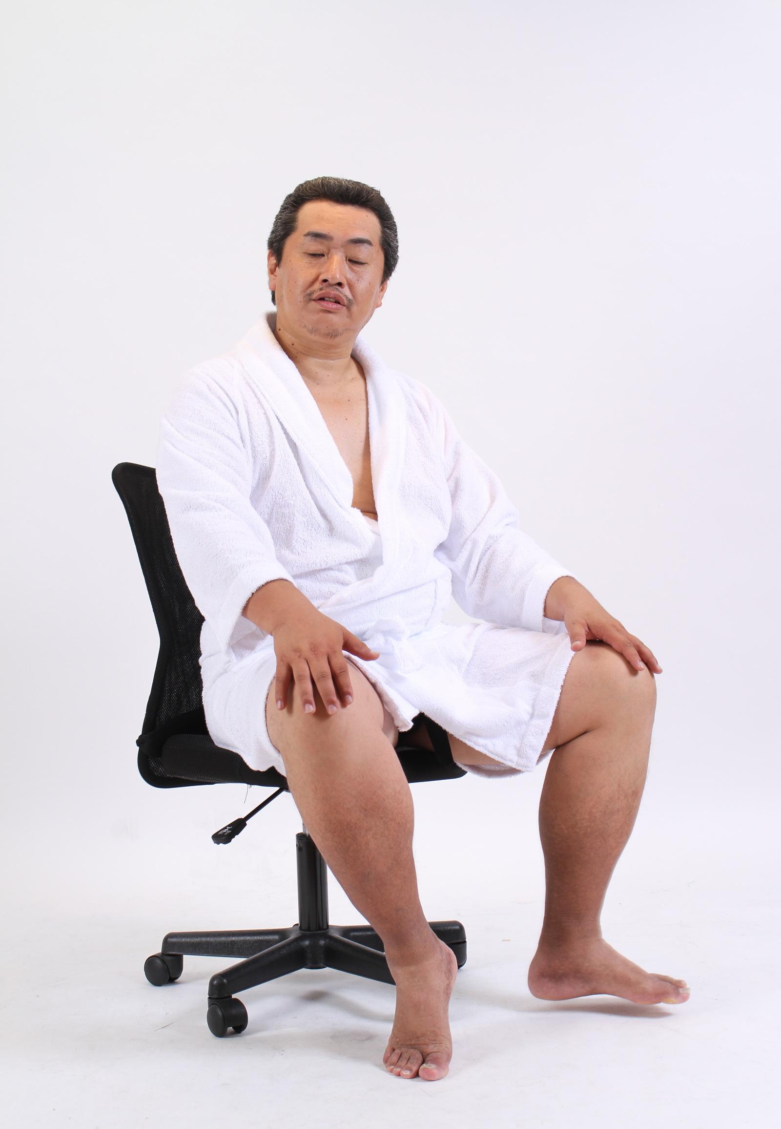 [02]「座りながら左足を少し上げて下さい」,シニア,写真,画像,素材,老人,高齢者,フリー